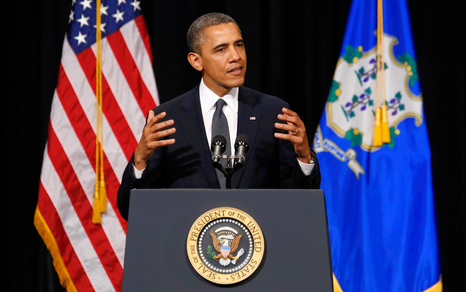 USA Republic Now In Charge - No Gold Fringe Flag During Obama Speech  012BThe2BUSA2Bgold-fringed2Bflag-1