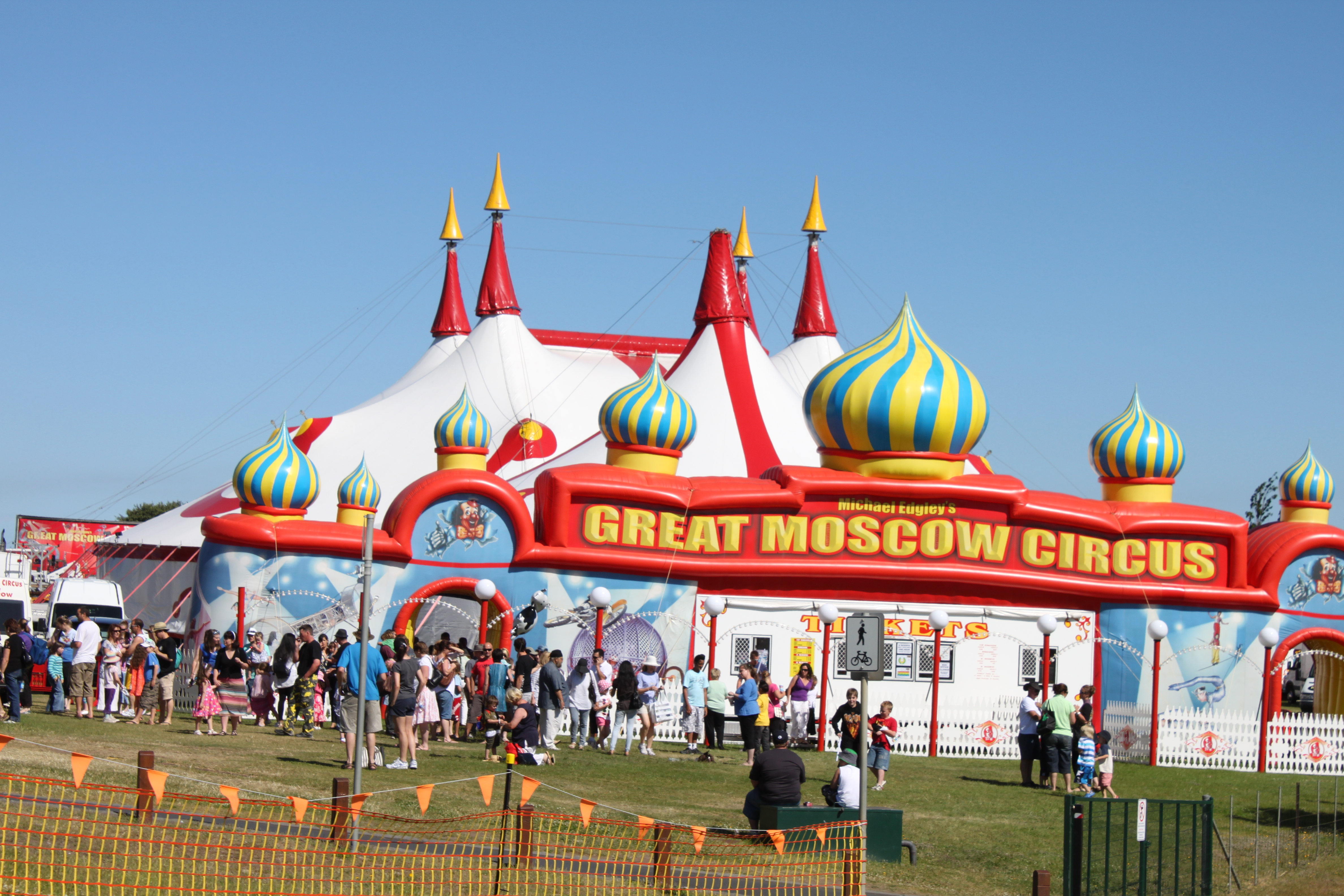 Cirkus - Page 3 Great-moscow-circus-tent