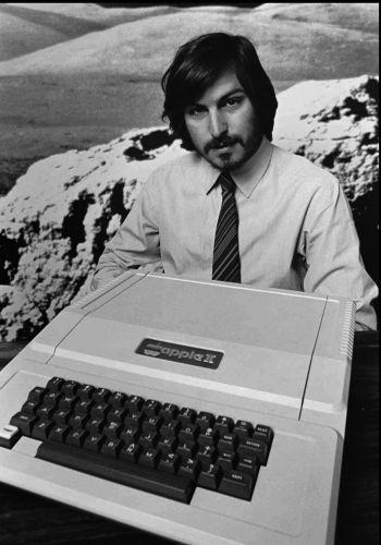 Conheça a trajetória profissional de Steve Jobs Stevejobs_trajetoria_f_002