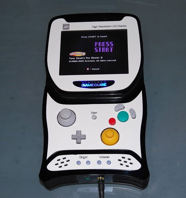 -= CUSTOM GAMECUBE =-  Gamecube_portable_1