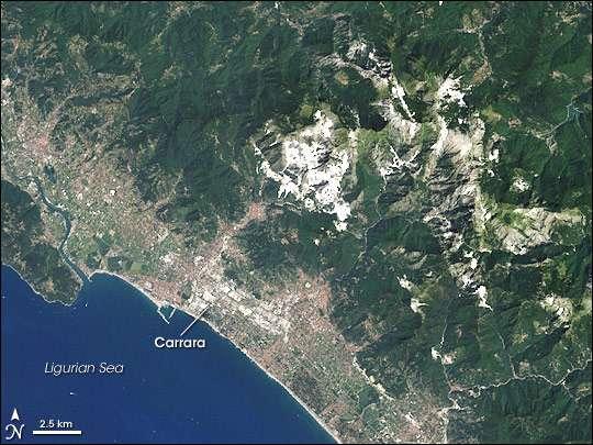 La Terre vue de l'Espace Carrieres-marbre-carrare