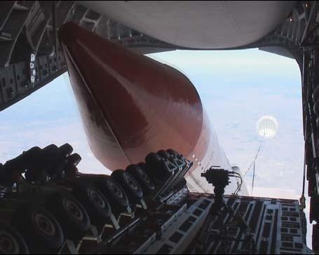 Test de largage d'une fusée par un C-17 de l'U.S.AirForce Largage-fusee-c17