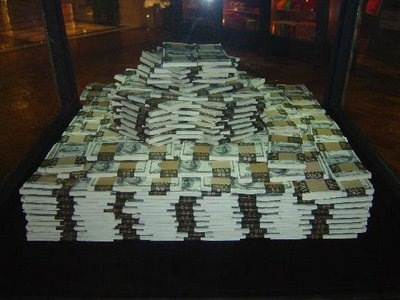 News in General - Page 2 One_million_dollars_cash