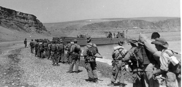 soldat français Commando_MONTFORT_D_barquement_sur_la_plage_de_PORT_SAY