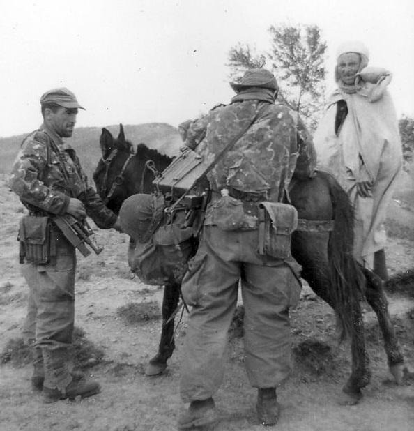 soldat français Commando_MONTFORT_Fouille_d_une_mule