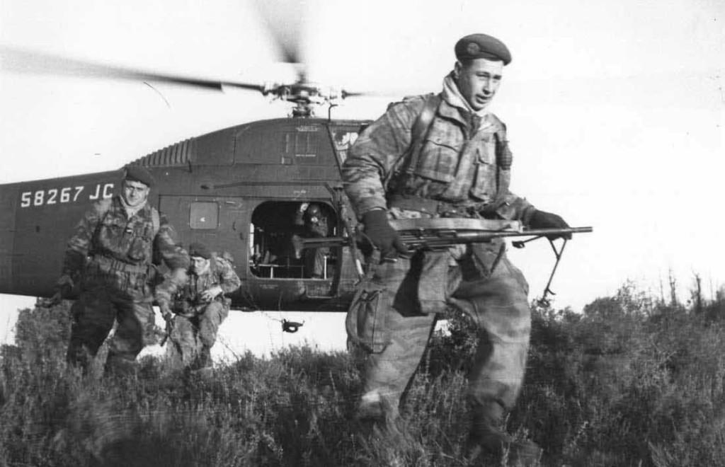 soldat français L_gionnaires_h_liport_s_en_janvier_1959_dans_le_secteur_de_Berrouaghia_par_un_H_34