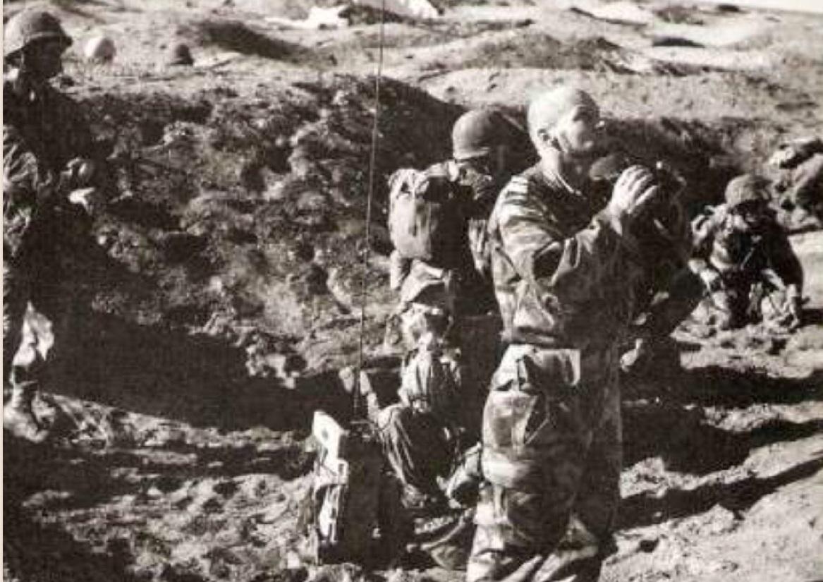 """opération """"AMILCAR"""" Lieutenant_colonel_Ch_teau_Jobert_son_arriv_e_au_sol_Port_Sa_d"""