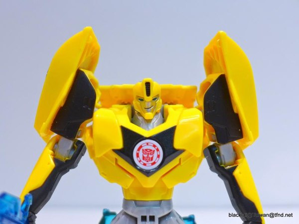 Jouets de TF Robot In Disguise (2015) Bumblebee-06__scaled_600