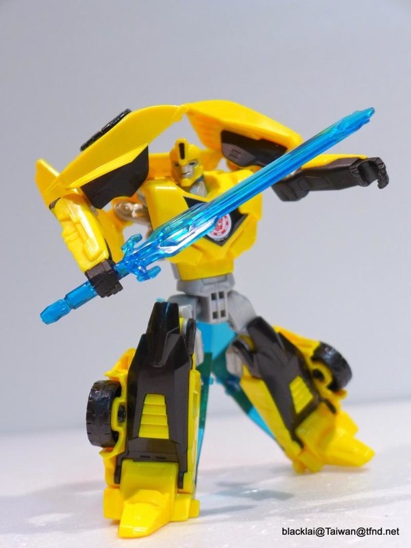 Jouets de TF Robot In Disguise (2015) Bumblebee-07__scaled_600