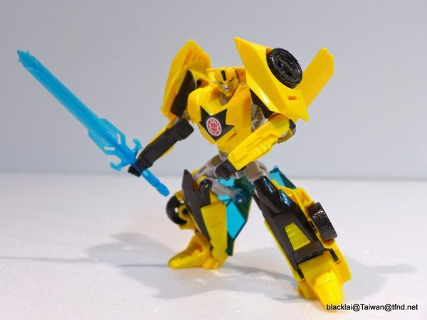 Jouets de TF Robot In Disguise (2015) Bumblebee-08__scaled_600