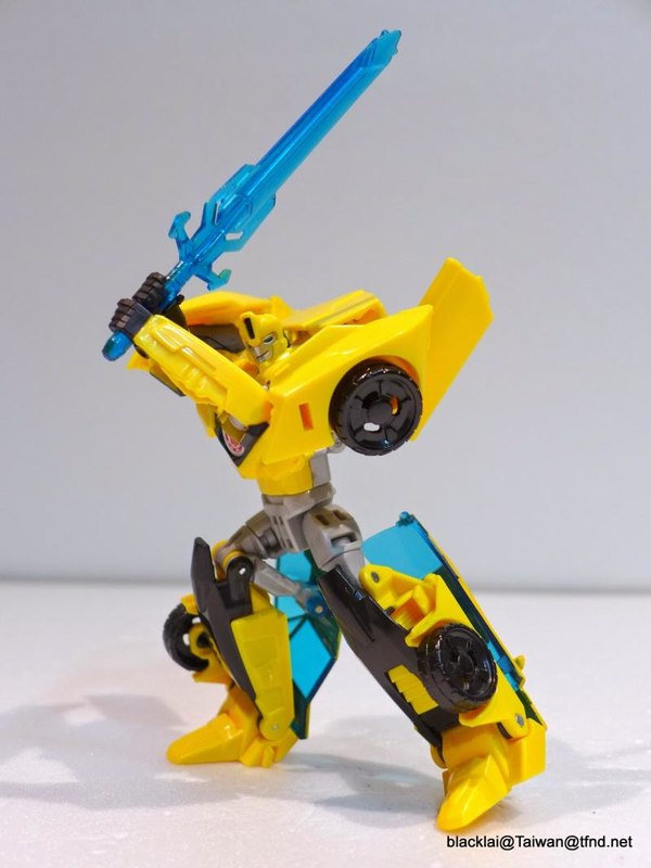 Jouets de TF Robot In Disguise (2015) Bumblebee-09__scaled_600