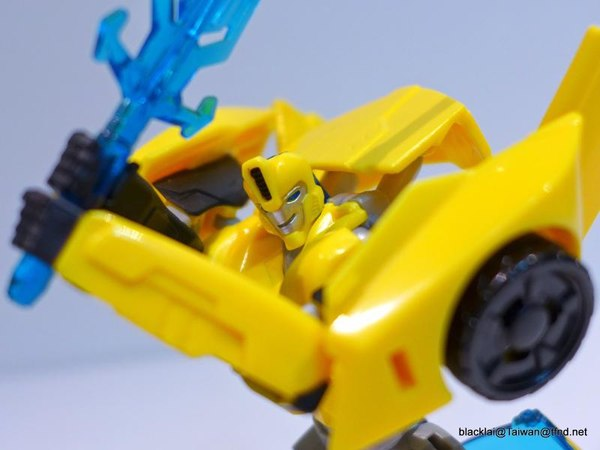 Jouets de TF Robot In Disguise (2015) Bumblebee-10__scaled_600