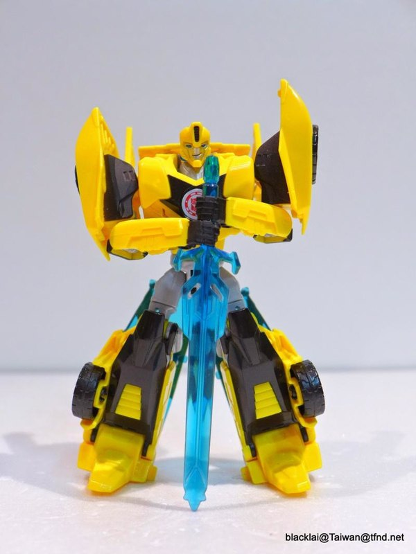 Jouets de TF Robot In Disguise (2015) Bumblebee-12__scaled_600