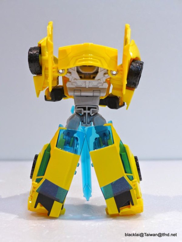 Jouets de TF Robot In Disguise (2015) Bumblebee-14__scaled_600