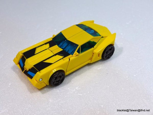 Jouets de TF Robot In Disguise (2015) Bumblebee-17__scaled_600