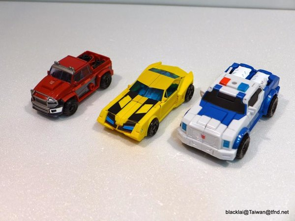 Jouets de TF Robot In Disguise (2015) Bumblebee-23__scaled_600
