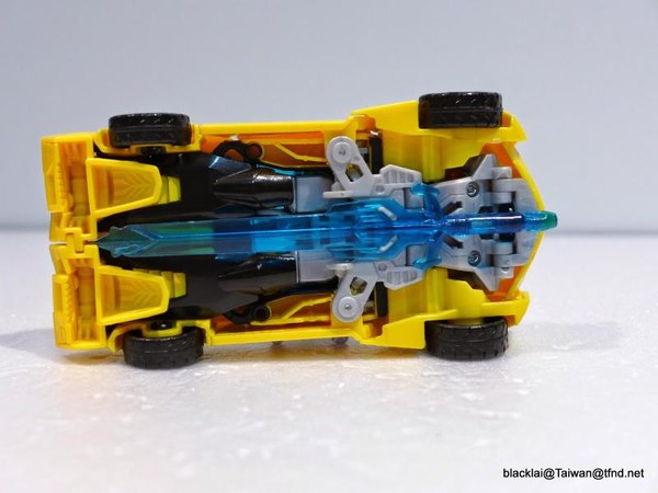 Jouets de TF Robot In Disguise (2015) Bumblebee-24__scaled_600