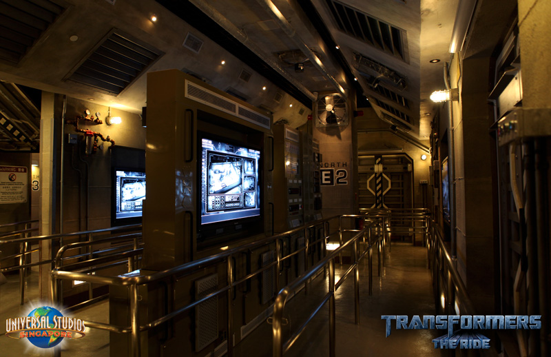 "Transformers Cyber Missions: WebÉpisodes d'Hasbro   ""Transformers The Ride"": du parc d'attaction ""Universal Studios"" - Page 8 TFTR_Preshow-NEST_Orientation800w"