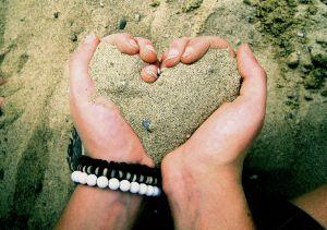 ~ بوح الصور ~ Love_is_like_sand_by_monsterdonut