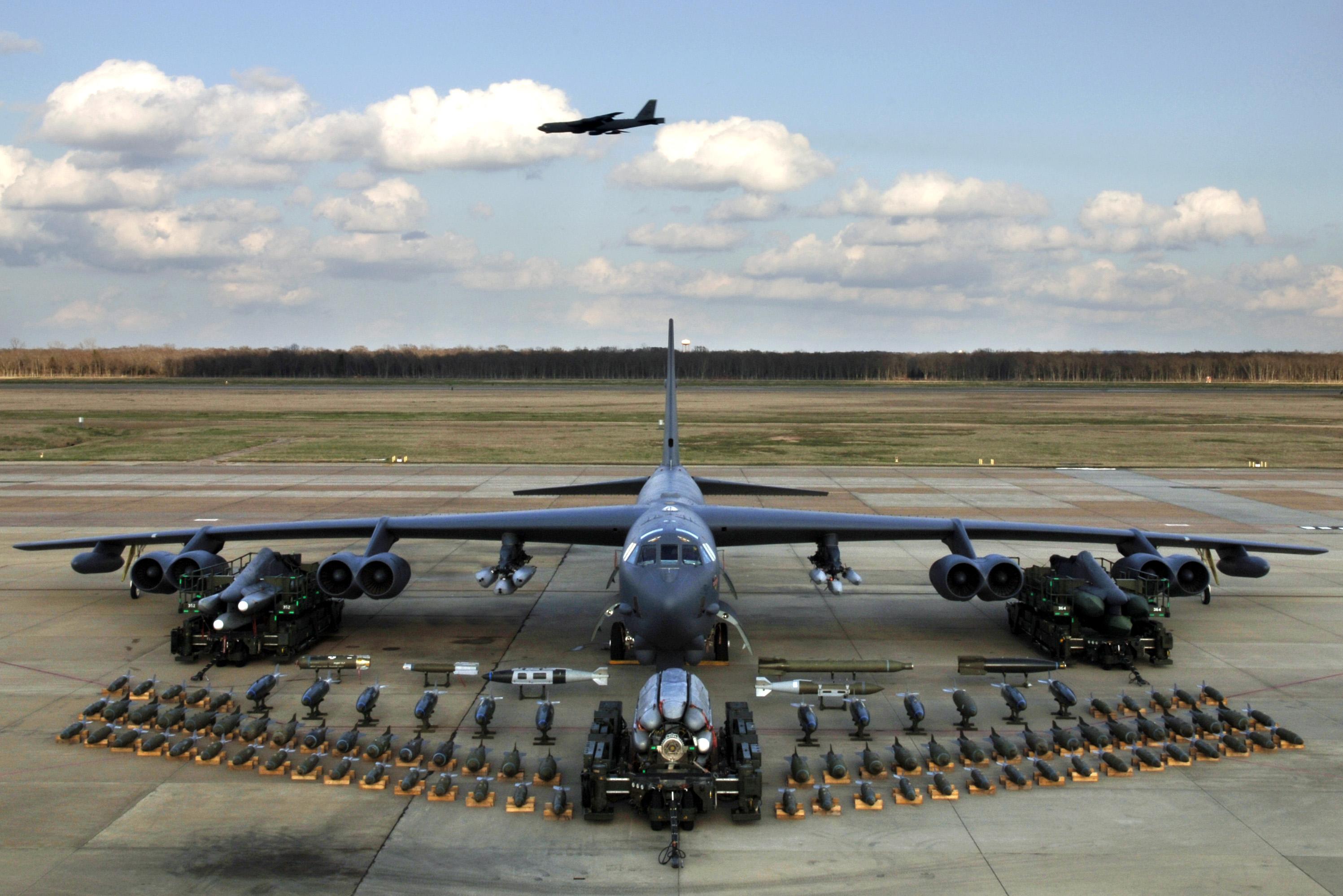 اركان نظرية الردع الامريكية (الثالوث الجبار) B-52-3