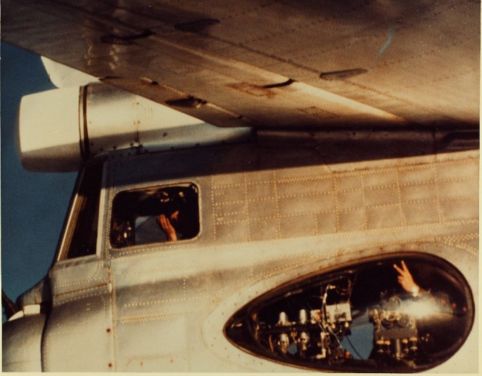 McDonnell Douglas F-4 Phantom IIN (interceptor y cazabombardero supersónico, biplaza, bimotor y de largo alcance USA) F-4-Tu-95-4-685x535