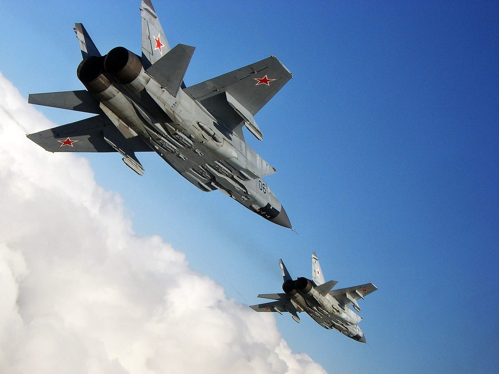 القوات المسلحة السورية , ماذا تحتاج للتوزان عسكريا مع إسرائيل ؟ - صفحة 2 Mig-31-Russian-Air-Force