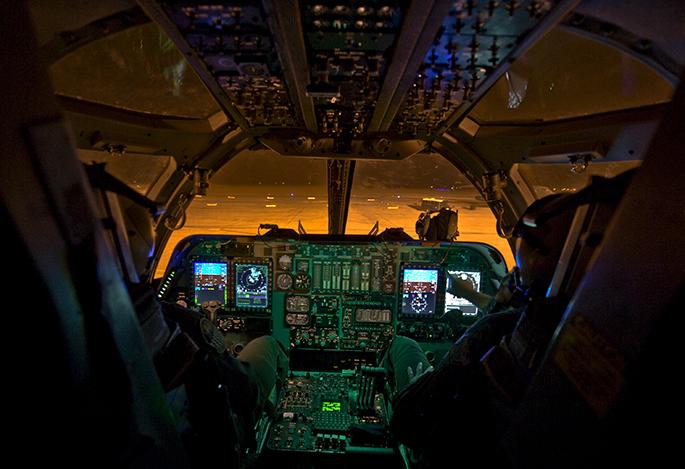 B-1 Lancer (bombardero estratégico de largo alcance USA) - Página 2 B-1B-cockpit