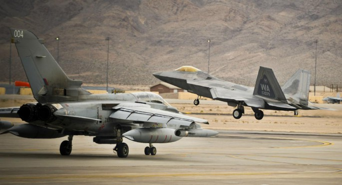 Red Flag 2014 F-22-and-Tornado-685x371