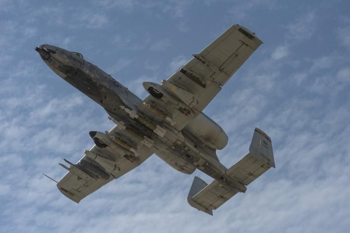 El final del A-10 Jabalí...?? - Página 2 A-10_Kuwait_8-706x470