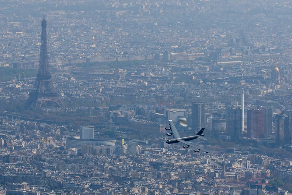 US Air Force: Discussion and News - Page 8 B-52-over-Paris