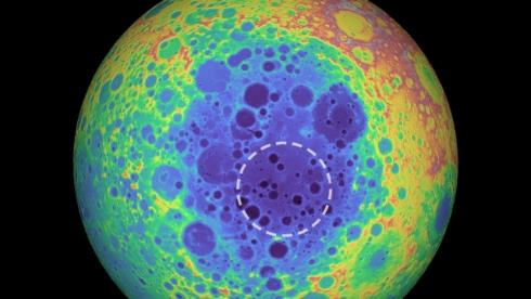 Под лунным кратером обнаружена огромная железная масса TheBigTheOne.com_1204
