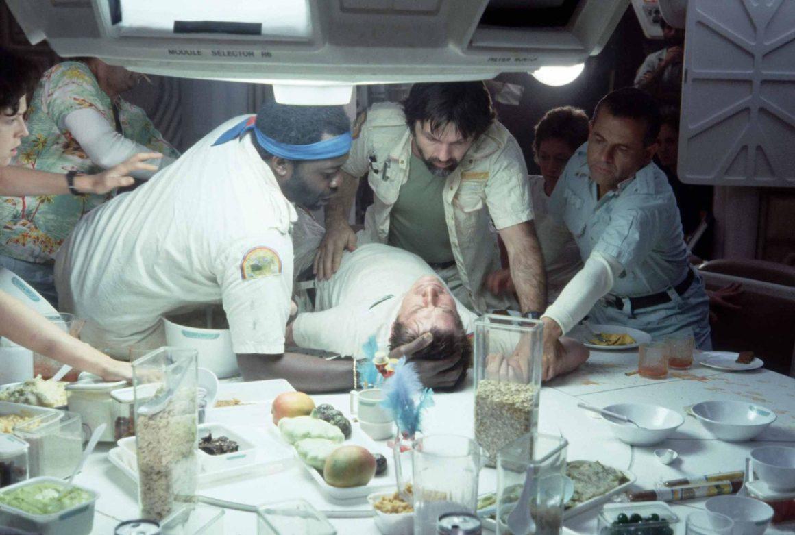 Tópico para postarmos cenas fora de contexto Still-of-sigourney-weaver-ian-holm-john-hurt-tom-skerritt-and-yaphet-kotto-in-alien-1979-large-picture-1160x781