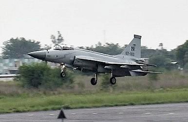 باكستان تتفاوض مع سريلانكا لبيعها مقاتلات JF-17  Thediplomat_2014-01-24_13-15-01-386x251