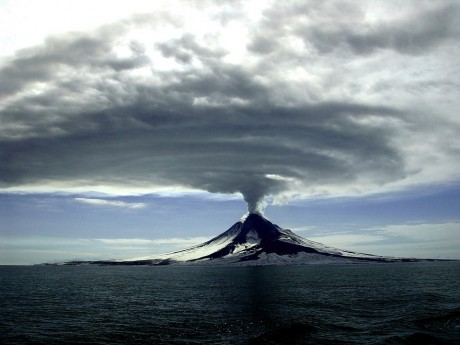 40 Volcanoes Are Erupting Right Now As The Crust Of The Earth Becomes Increasingly Unstable Volcano-Erupting-2-Public-Domain-460x345