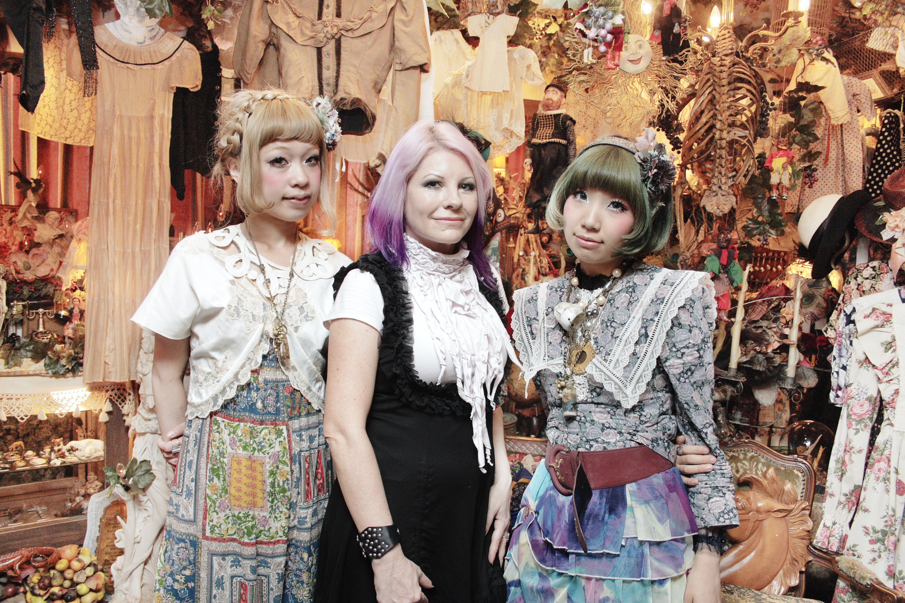 Le dolly kei Fashionate-traveller-with-Grimoire-girls