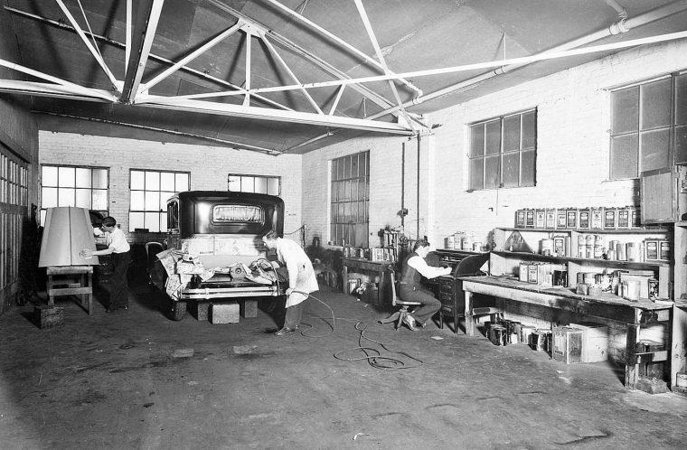 Garages anciens - Page 2 Tanner-Tours-Service-Garage-Paint-Shop-760x498
