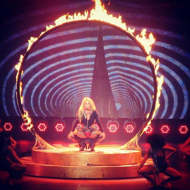 Britney Spears >> Britney: Piece of Me [III] - Página 44 12729648_992010380845611_1693053526_n