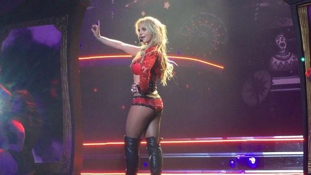 Britney Spears >> Britney: Piece of Me [III] - Página 44 12747582_1750937188476321_14180660_n_ig_cache_key3DMTE5MjU5NTc4NTM4NjY5Mzg3NQ3D3D
