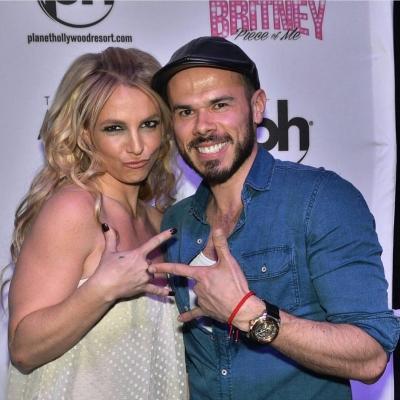 Britney Spears >> Britney: Piece of Me [III] - Página 44 Normal_12728421_921689297946768_738145447_n