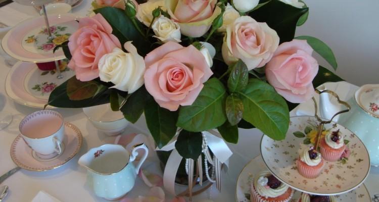Иришка-irinina с Днем Рождения!!! Grat-tea-tiered-cake-plate-and-rose-display1-1024x768-750x400