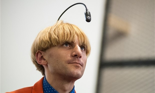 THIS MAN CAN HEAR COLORS! Neil-Harbisson_2853698b-620x372