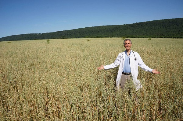 """This Doctor Opened Up a """"Farmacy"""" to Use Food as Medicine 0weiss"""