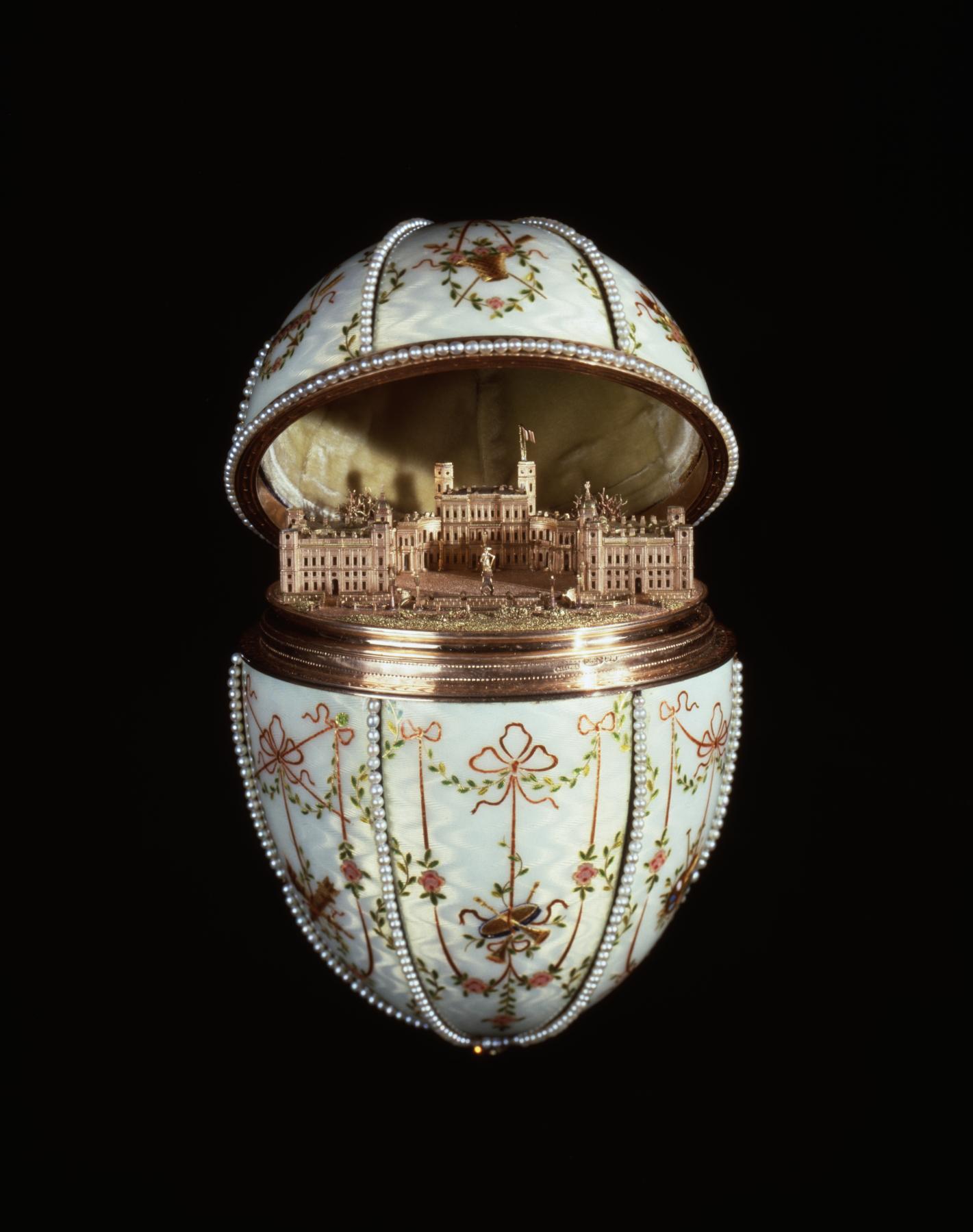 Faberžeova jaja - Page 6 House_of_fabergc3a9_-_gatchina_palace_egg_-_walters_44500_-_open_view_b
