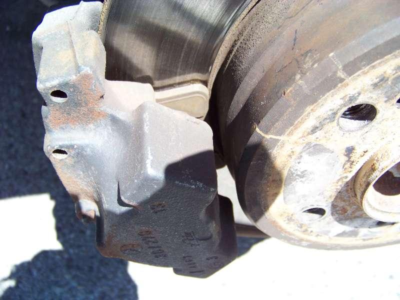 [Tuto] W210 - Changement Plaquettes de frein AR modèle 1 trou 100_1482