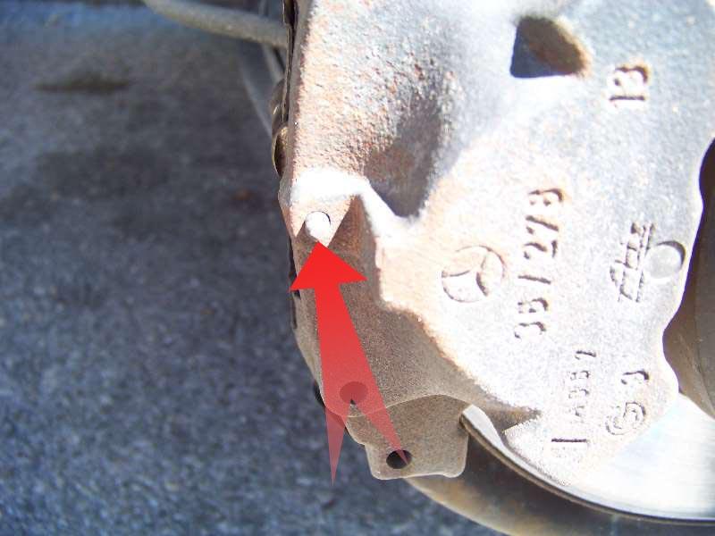 [Tuto] W210 - Changement Plaquettes de frein AR modèle 1 trou 100_1483