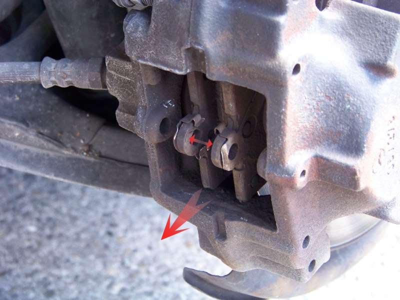 [Tuto] W210 - Changement Plaquettes de frein AR modèle 1 trou 100_1486