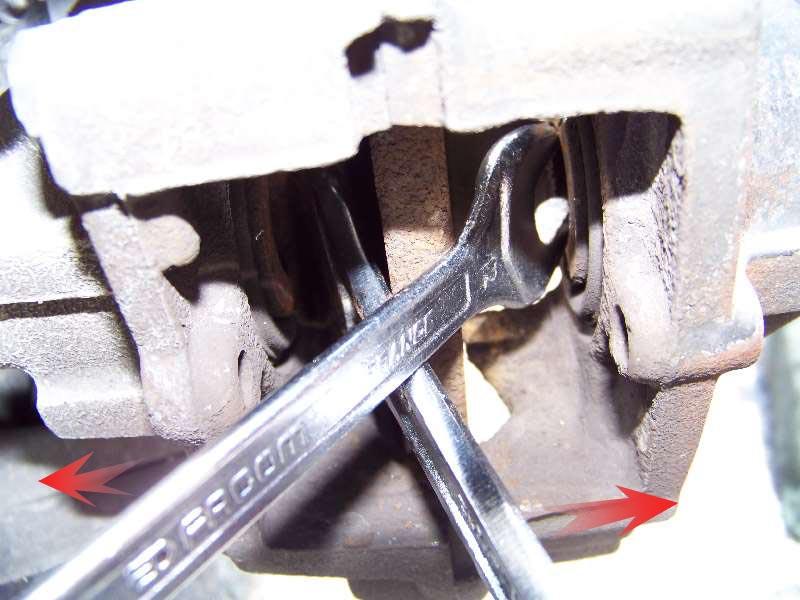 [Tuto] W210 - Changement Plaquettes de frein AR modèle 1 trou 100_1488