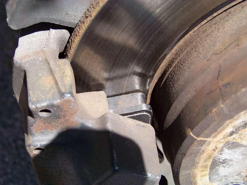 [Tuto] W210 - Changement Plaquettes de frein AR modèle 1 trou 100_1493