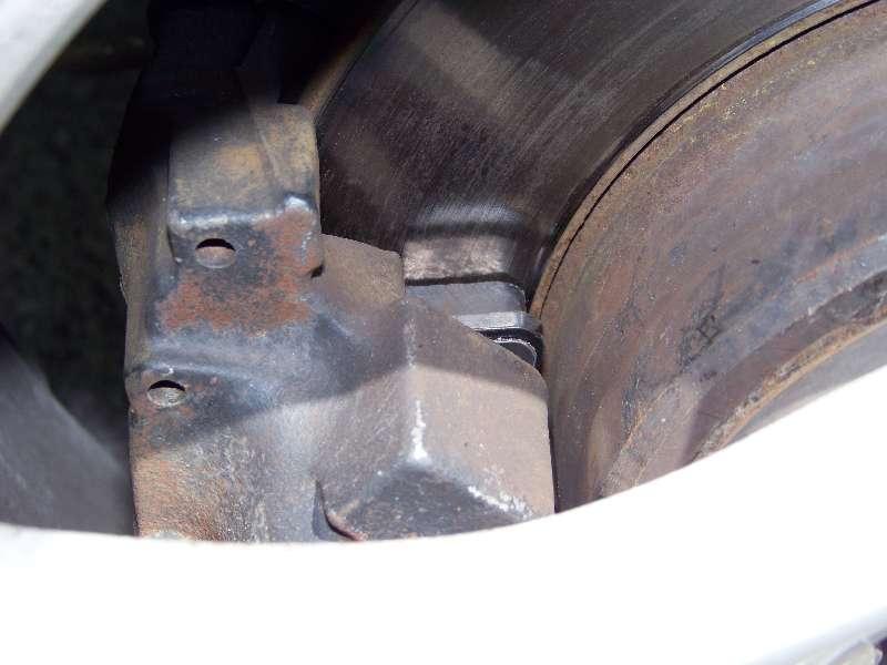 [Tuto] W210 - Changement Plaquettes de frein AR modèle 1 trou 100_1494