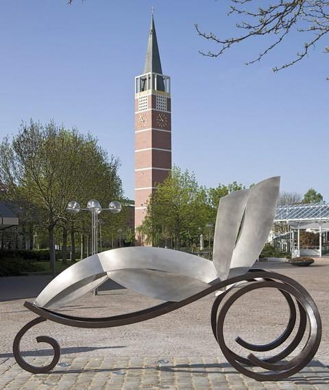 Bertha Ringer Benz Benz_Patent_Motorwagen-sculture